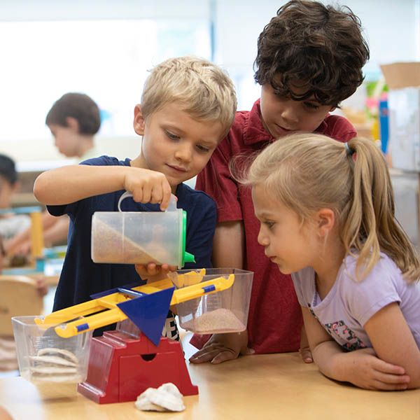 Kindergarten kids with STEM experiment
